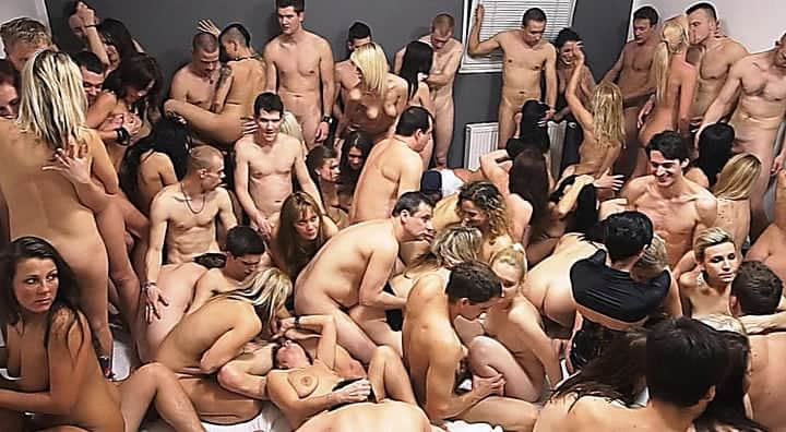 nekteri lide chodi na swingers party