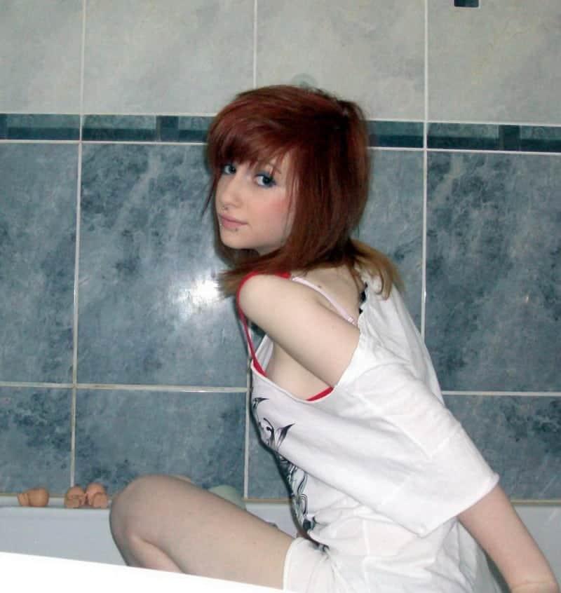 zrzka-v-koupelne-dost-provokuje-4