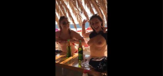 holky si umi otevrit pivo a ukazou prsa