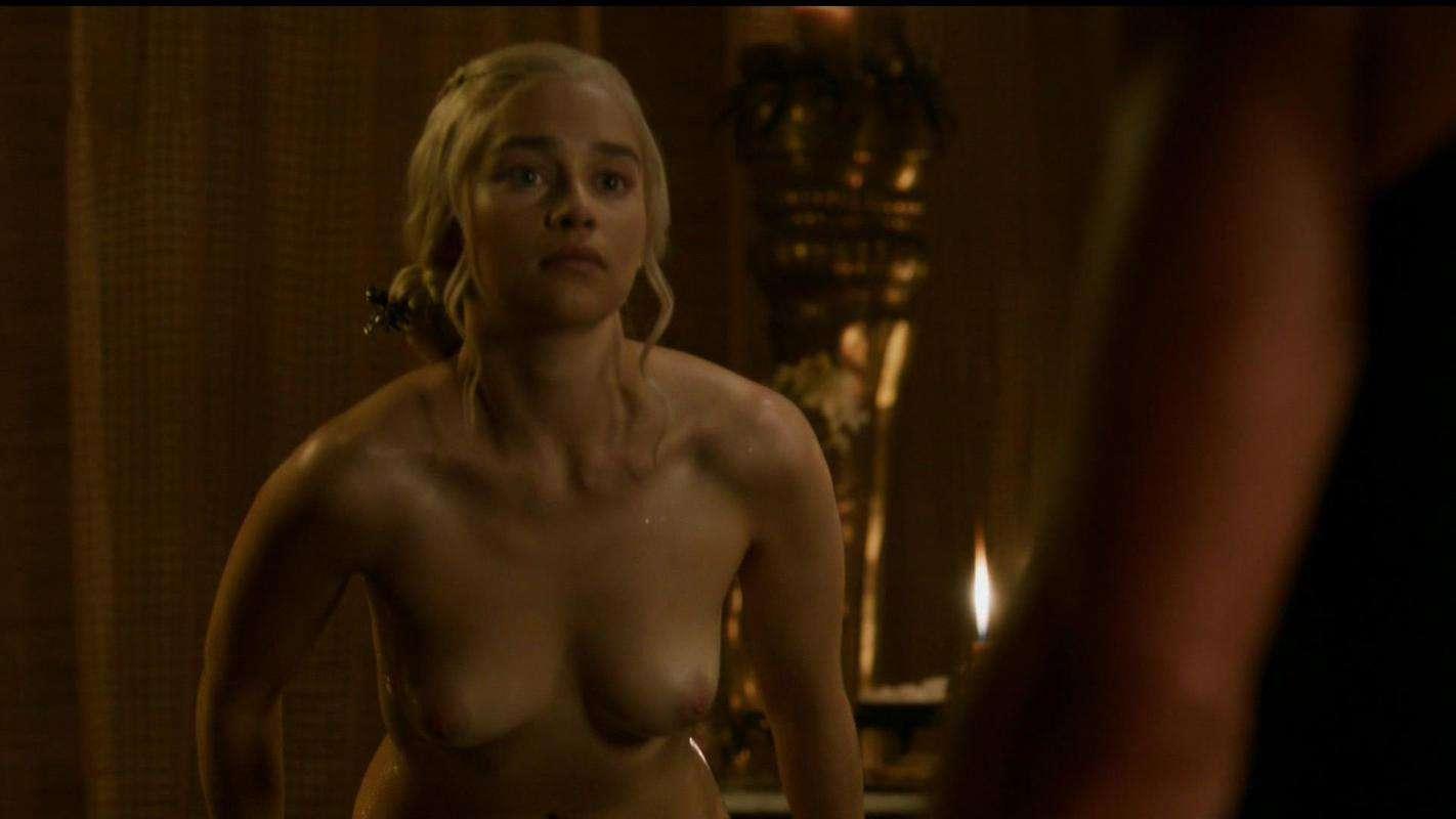 Emilia-Clarke-nahé-a-sexy-fotky11