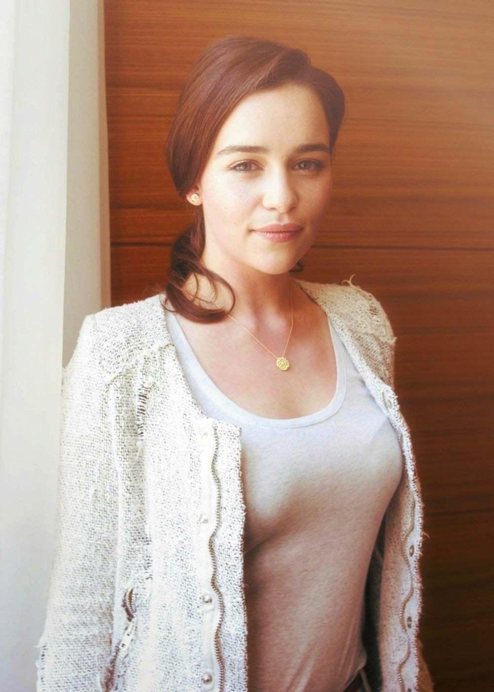 Emilia-Clarke-nahé-a-sexy-fotky18