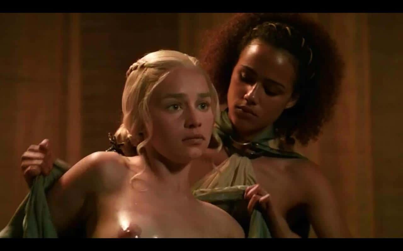 Emilia-Clarke-nahé-a-sexy-fotky24