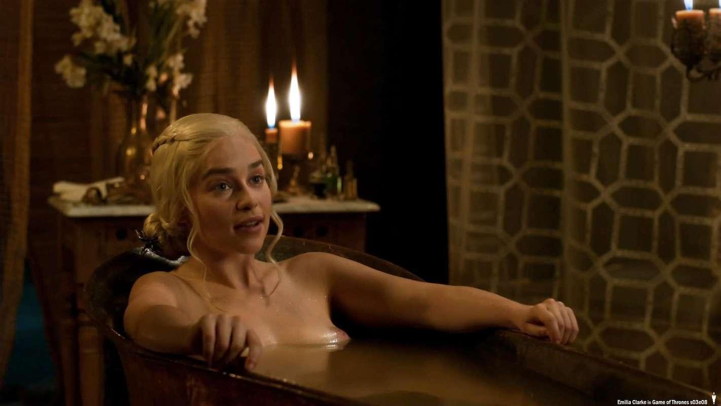 Emilia-Clarke-nahé-a-sexy-fotky30