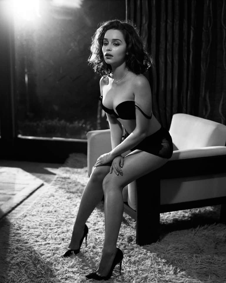 Emilia-Clarke-nahé-a-sexy-fotky35