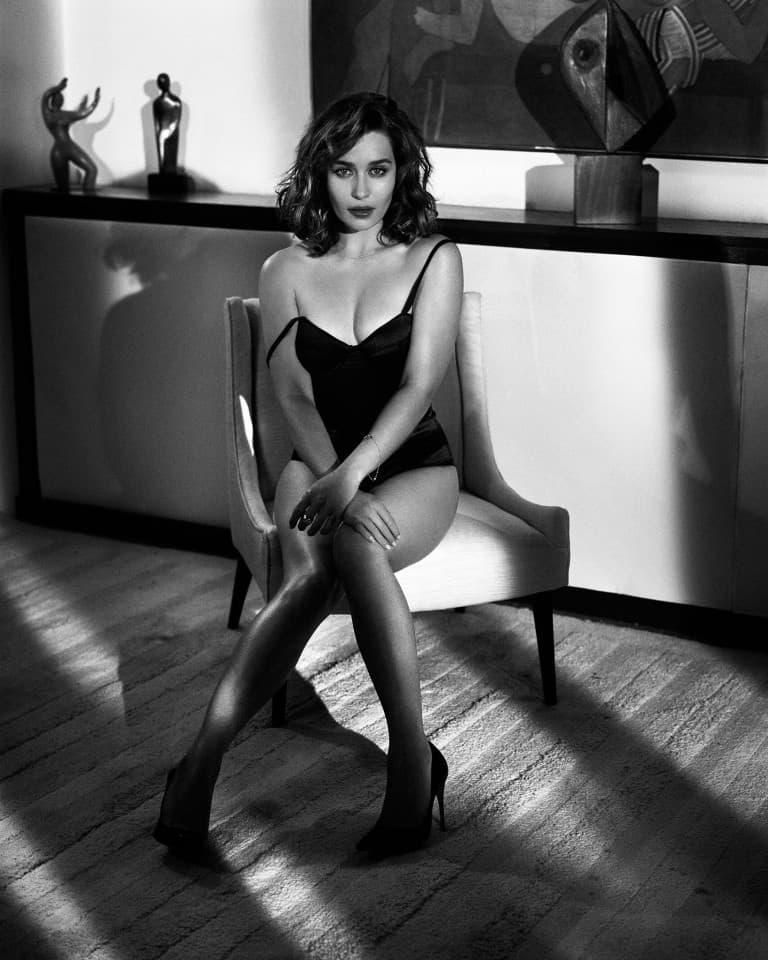 Emilia-Clarke-nahé-a-sexy-fotky39