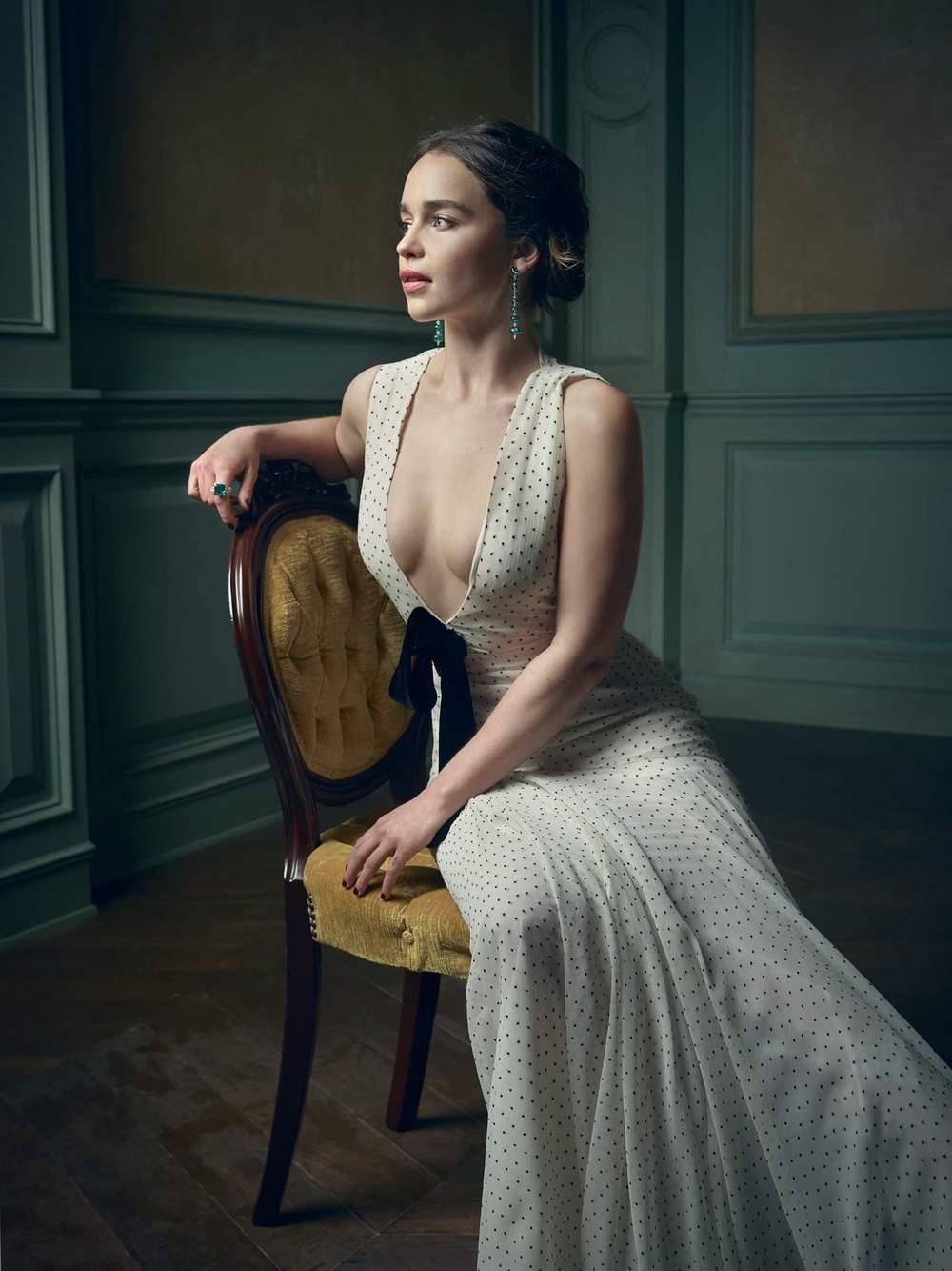 Emilia-Clarke-nahé-a-sexy-fotky42