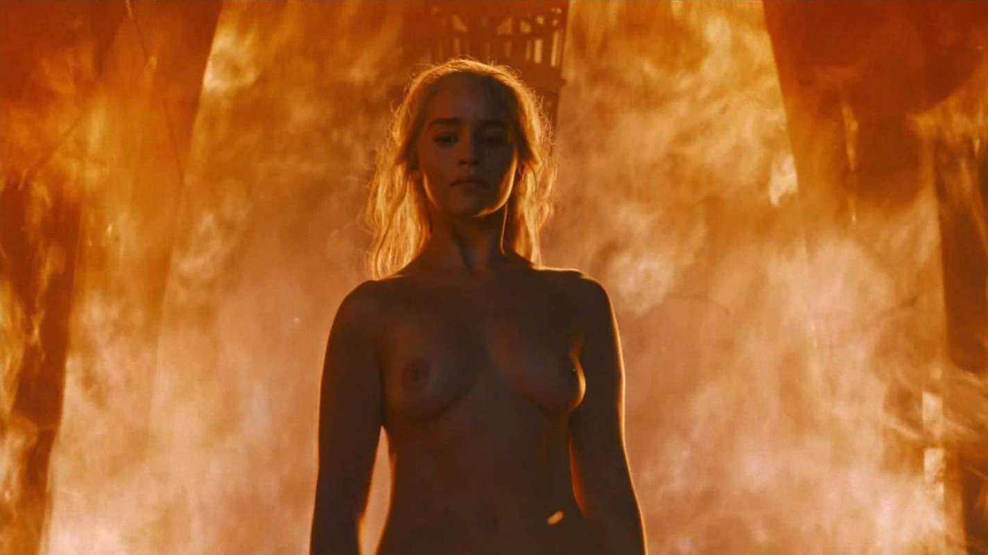 Emilia-Clarke-nahé-a-sexy-fotky46