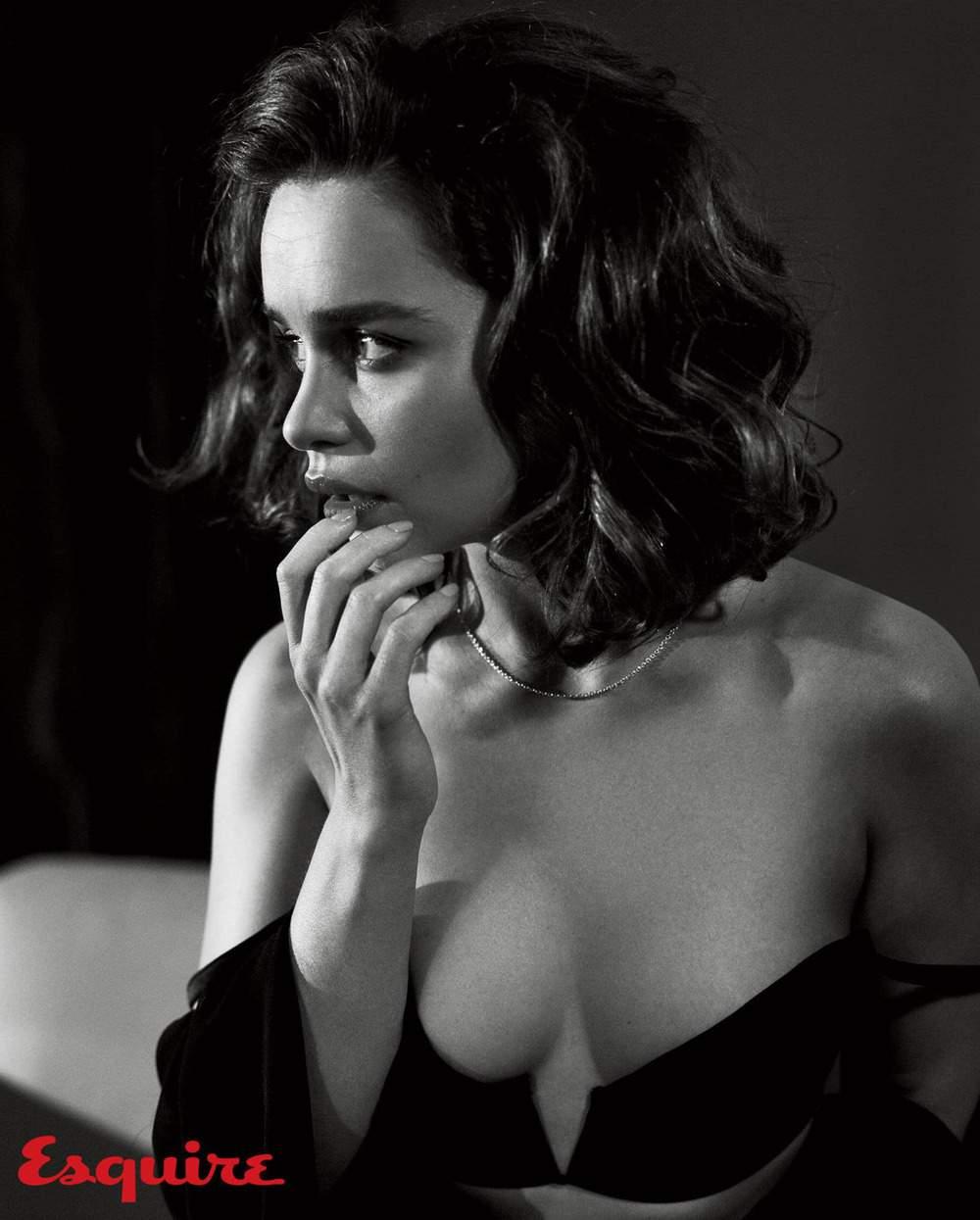 Emilia-Clarke-nahé-a-sexy-fotky47