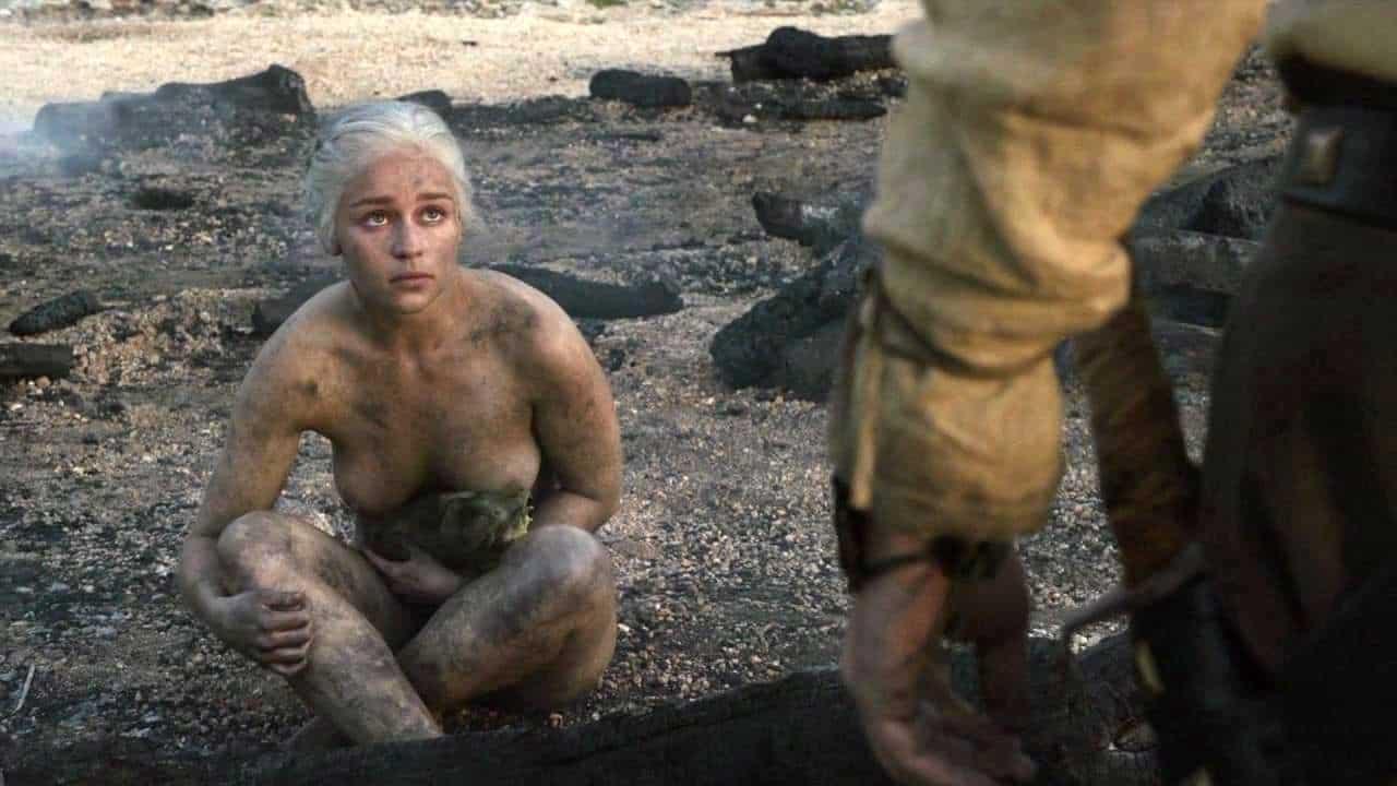 Emilia-Clarke-nahé-a-sexy-fotky5