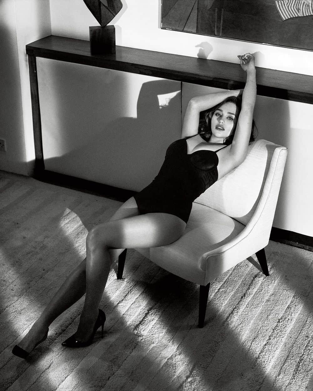 Emilia-Clarke-nahé-a-sexy-fotky8