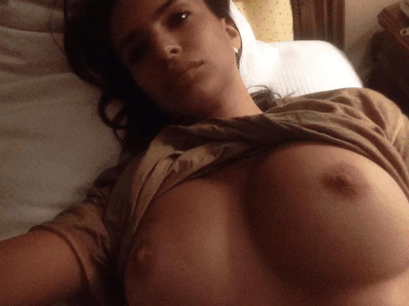 Nahá-Emily-Ratajkowski-17