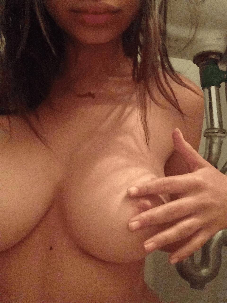 Nahá-Emily-Ratajkowski-24