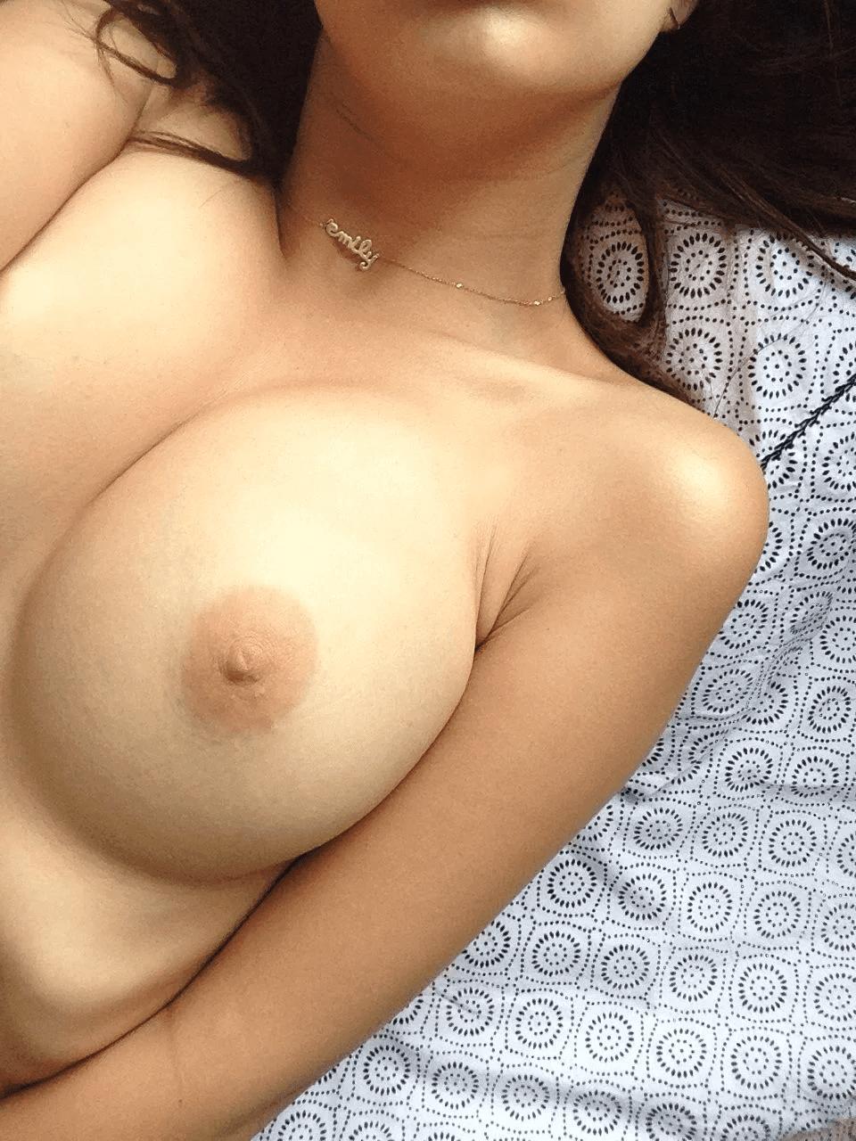 Nahá-Emily-Ratajkowski-25