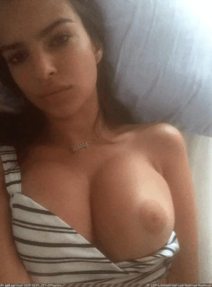 Nahá-Emily-Ratajkowski-37