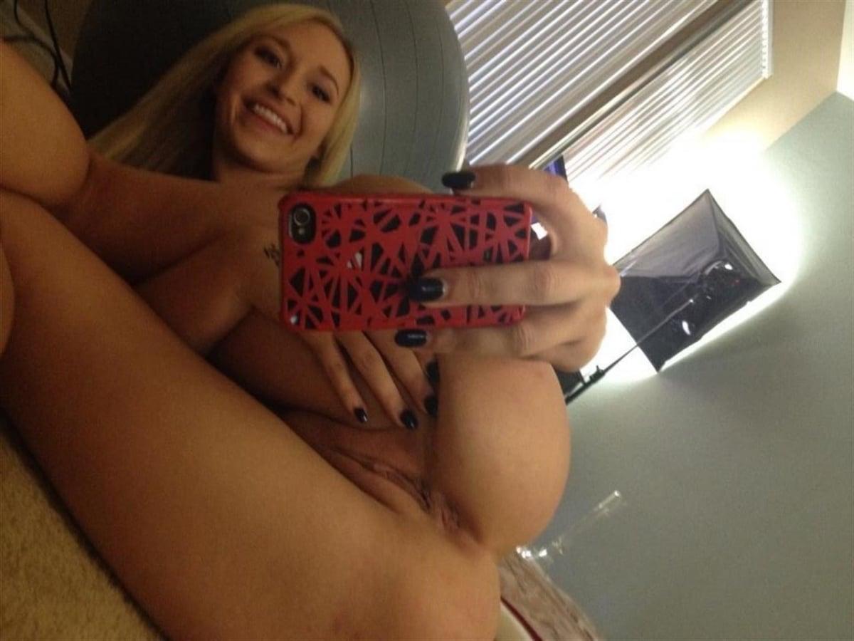 https://sexyna.org/wp-content/uploads/2019/08/Nahaté-selfie-amatérek-64.jpg